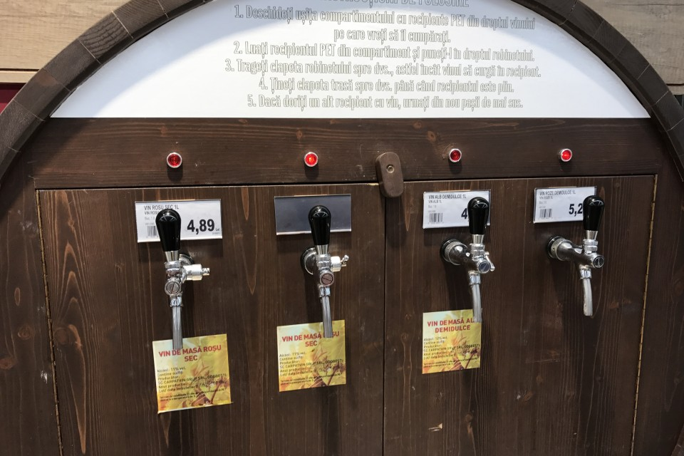 Penny Market vinde vin vărsat în condiții de insalubritate greu de imaginat