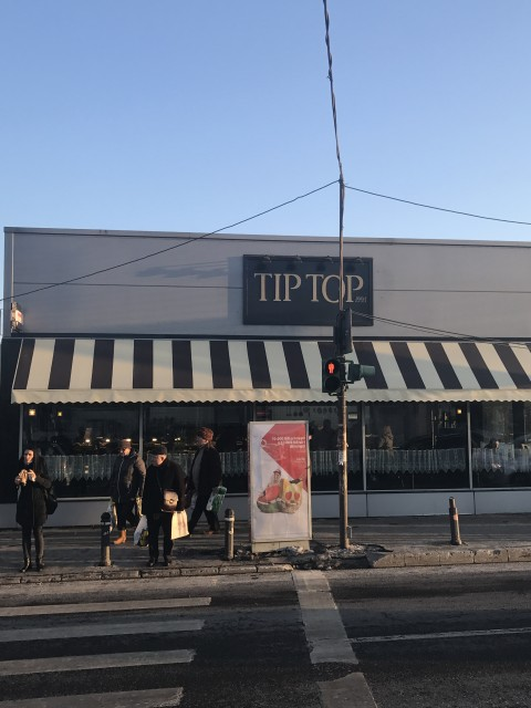 Cofetăria TIP TOP Crângași, implicată în contrabanda de țigări