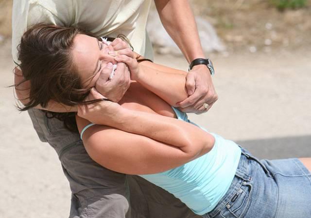 Femeie răpită în stil mafiot împreună cu fetiţa ei, în vârstă de doi ani