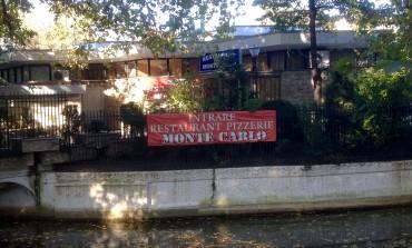 Patronii restaurantului Monte Carlo cerșesc bani pentru toaletă